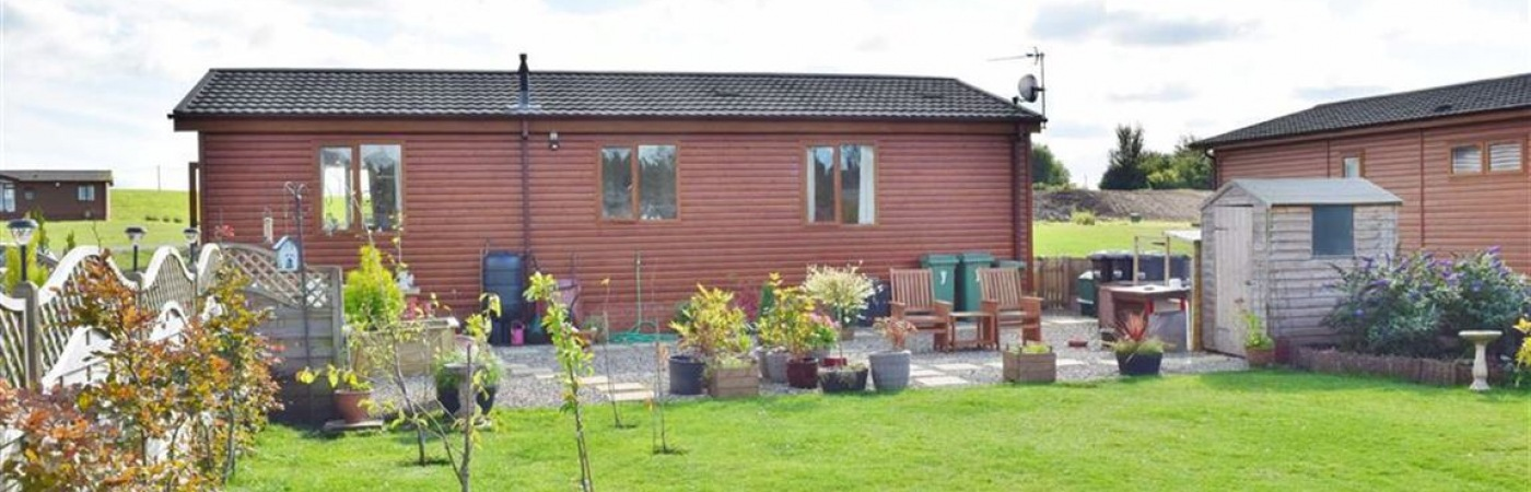 17 Lakeside, 2 Bedroom Lodge For Sale £155,000