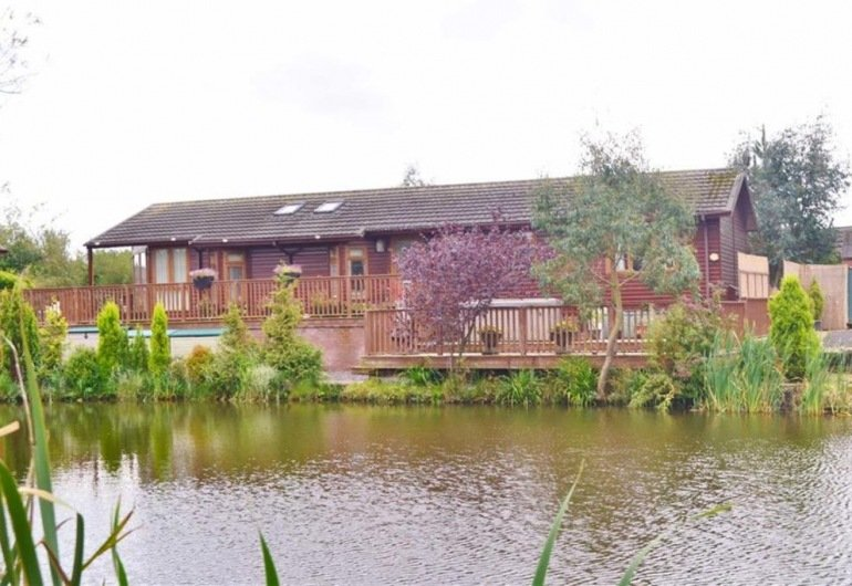 9 The Mallards, 2 Bedroom Lodge £185,000