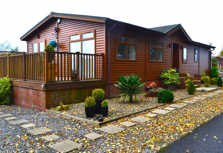 NEW TO THE MARKET 9 Lakeside, 2 bedroom Lodge £185,000
